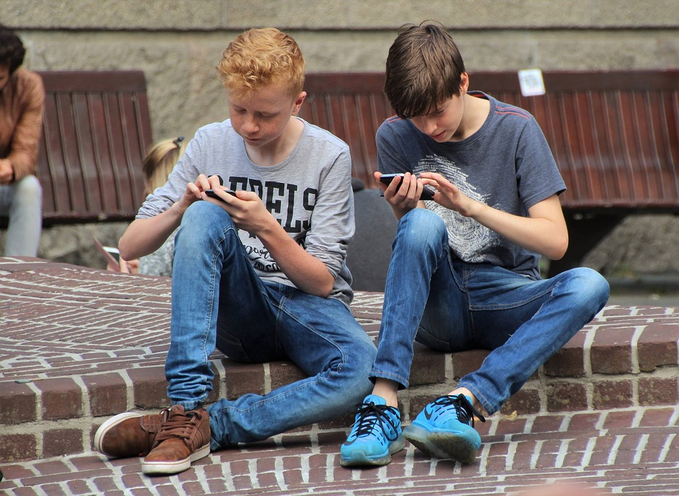 children playing on phones